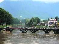 Flood alert in Kashmir, Jhelum river crosses danger mark in Srinagar
