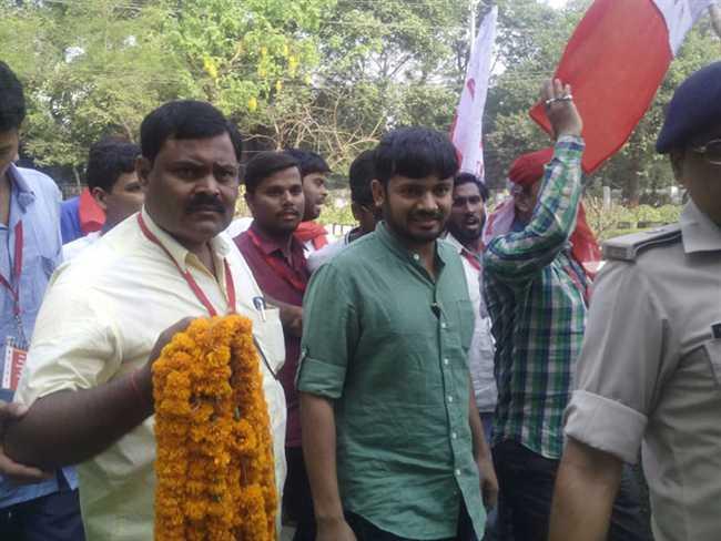 JNU student union president kanhaiya kumar arrived patna, will meet Nitish, Lalu today
