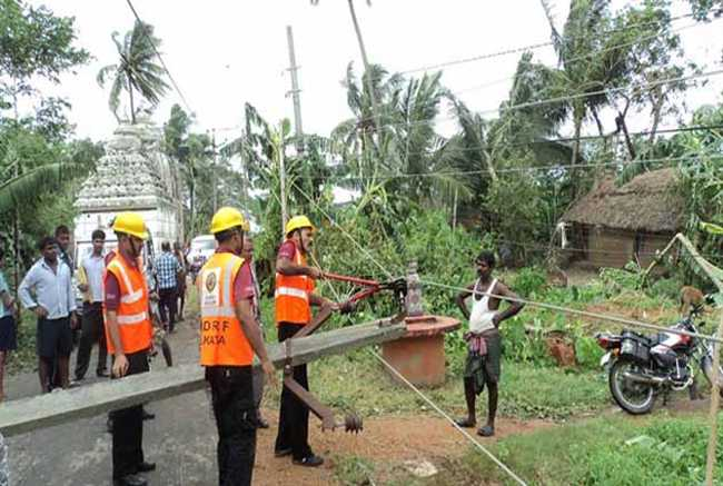 Storm havoc, hundreds of people homeless, power supplies disrupted