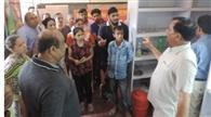न्यू रामनगर में शराब ठेका बंद करवाने की जिद पर अड़े लोग, हंगामा