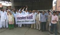 निजी बस परमिटों का विरोध, रोडवेज कर्मियों ने किया प्रदर्शन