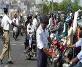देवरिया में सपा जिलाध्यक्ष के भतीजे ने ट्रैफिक उप निरीक्षक को पीटा