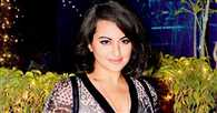 Sonakshi Sinha travels in local train for her film 'Akira'