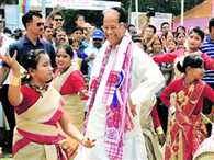 Assam chief minister Tarun Gogoi apologizes for 'dancing with girls'