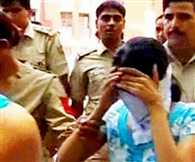 Sex racket busted, two call girls among six arrested