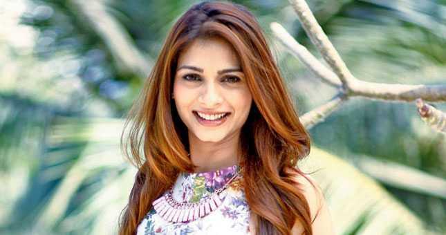 Tanishaa Mukerji Says I am single ready to mingle