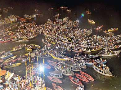 crowd of devotees to worship at ganga temple