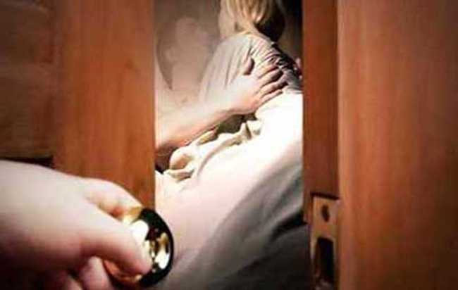 Wife Sex With Neighbor, Caught By Father-In-Law