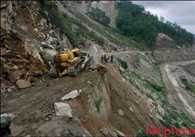 Landslides close Srinagar-Leh highway