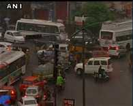 5 people died  after  building collapsed due to heavy rains in Hyderabad