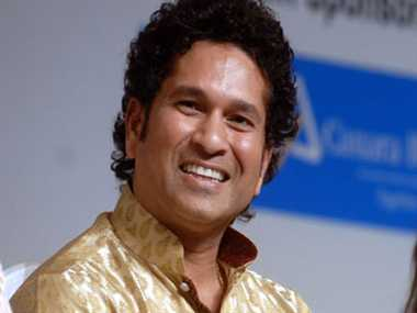 Sachin played cricket at the Oval with children