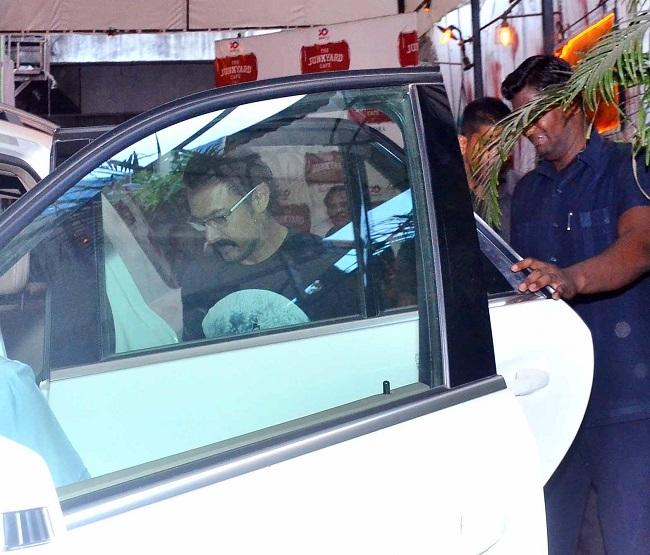 spa से बाहर निकलने के बाद आमिर का एेसा था look, देखें तस्वीरें