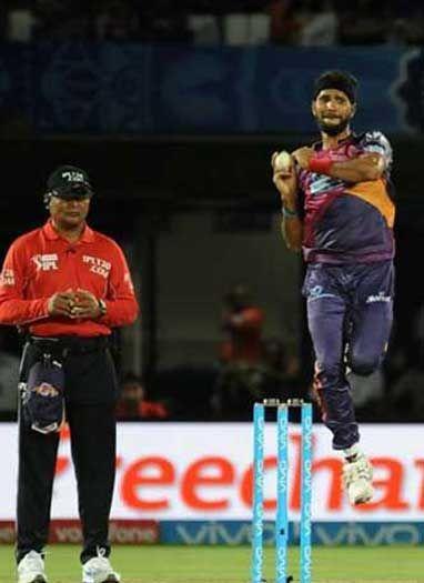 IPL के आखिरी ओवरों में सबसे ज्यादा पिटने वाले गेंदबाज बने अशोक डिंडा