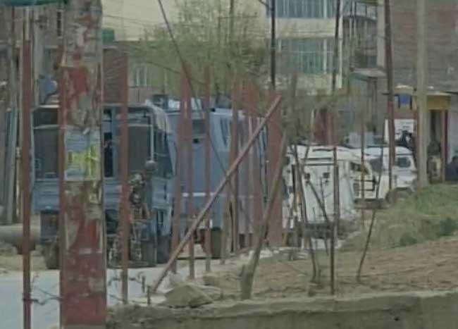 जम्मू-कश्मीर के बड़गाम में सुरक्षाबलों और आतंकियों के बीच मुठभेड़