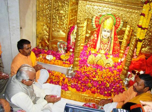 देखें तस्वीरें: सीएम ने टेका माता मनसा देवी मंदिर में माथा