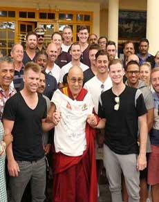 देखें : धर्मशाला में दलाई लामा से मिलने क्यों गई ऑस्ट्रेलियाई टीम