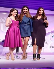 photos : हंसती, खिलखिलाती, एक दूसरे से बात करती इन 3 एक्ट्रेस को एक मंच पर क्या कभी देखा है आपने