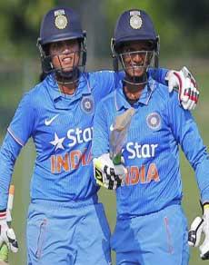तस्वीरें : दीप्ति-पूनम ने की 320 रनों की विश्व रिकॉर्ड साझेदारी, भारत को दिलाई बड़ी जीत