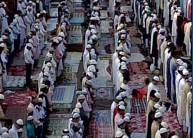 देशभर में ईद की रौनक, देखें तस्वीरें