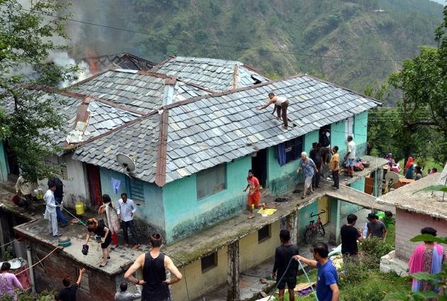 देखें तस्वीरें: धर्मशाला में पल भर में राख हुआ आशियाना, मासूम जली