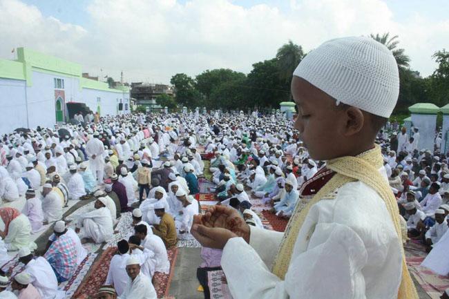photos: बिहार में अदा की गई ईद की नमाज, मांगी गई अमन चैन की दुआ