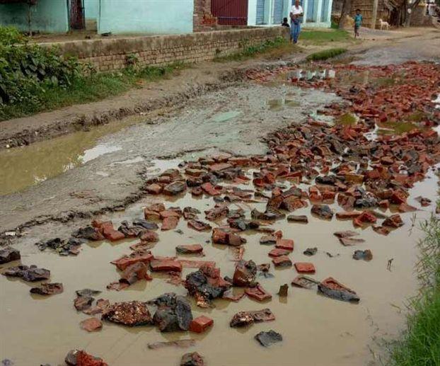 ऐसे गड्ढामुक्त हो रहीं उत्तर प्रदेश की सड़कें
