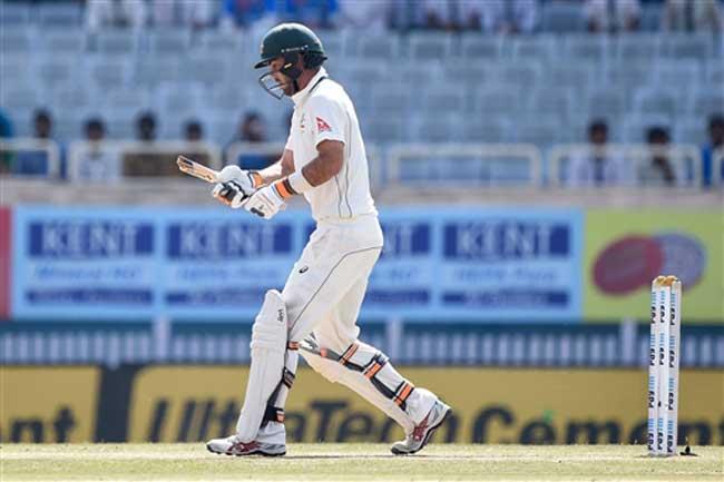 तस्वीरें : भारतीय तेज गेंदबाज की गेंद की धार, कंगारू बल्लेबाज का बल्ला हुआ दो फाड़