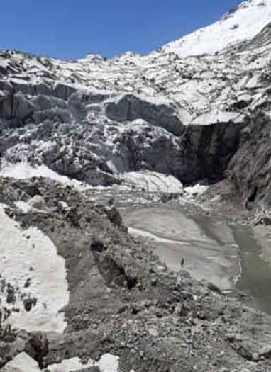 गंगोत्री से गोमुख के बीच अप्रैल में ही बर्फ हो गई गायब