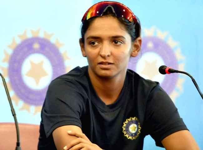 हरमनप्रीत ने वर्णिका को बताया बहादुर, कहा- हर महिला को चाहिए सुरक्षा- तस्वीरें