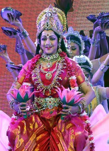 संगीत समारोह में हेमा मालिनी की प्रस्तुति ने बांधा समां