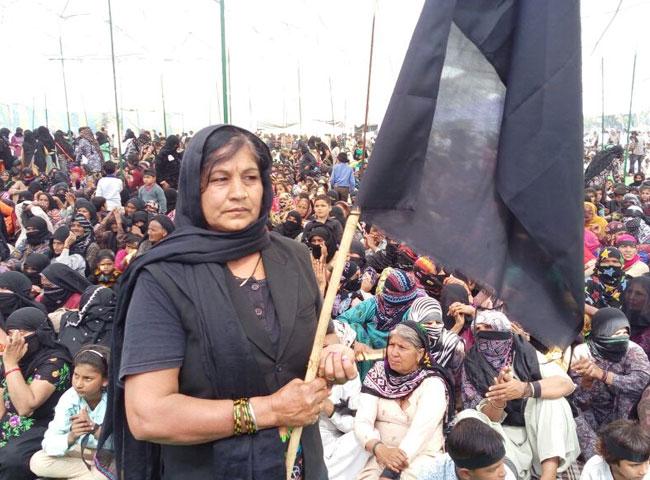 देखें तस्वीरें: धरनास्थलों पर काले कपड़े पहनकर पहुंचे जाट