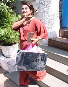 photos: मां के साथ काजोल, पति के साथ बिपाशा और मलायका अरोड़ा जब निकले मुंबई की सड़कों पर