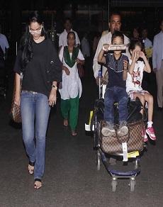 एयरपोर्ट पर बच्चों संग मान्यता दत्त ही नहीं अर्जुन रामपाल भी आये नज़र, और भी सितारे, देखें तस्वीरें