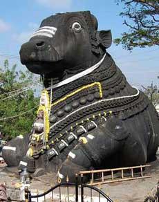 क्यों शिव मंदिर में गर्भगृह के बाहर ही विराजमान होते हैं नंदी?