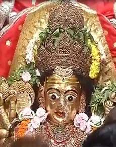'शैलपुत्री' की अराधना के साथ शुरू हुए नवरात्र, मंदिरों में लगी श्रद्धालुओं की भीड़
