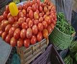 बिना परमिशन सड़कों पर गाड़ियां खड़ी कर बेच रहे थे सब्जियां, 16 लोग गिरफ्तार