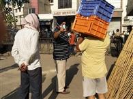सख्ती होने पर मंडी में चोर दरवाजे से सब्जी बेचने लगे आढ़ती