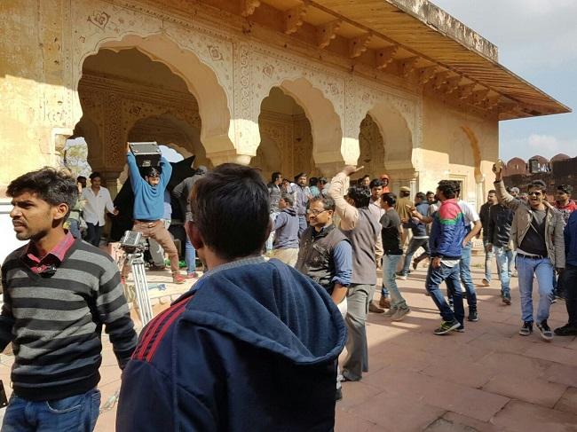 जयपुर में फिल्म 'पद्मावती' का विरोध, डायरेक्टर संजय लीला भंसाली के साथ हुई हाथापाई !