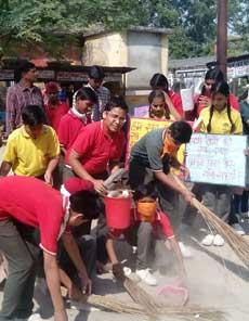 PICS: बच्चों ने स्वच्छ भारत, स्वस्थ भारत दिया संदेश