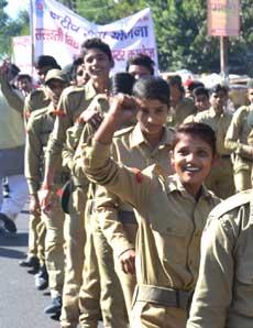 PICS: एड्स दिवस पर निकाली रैली, किया जागरूक