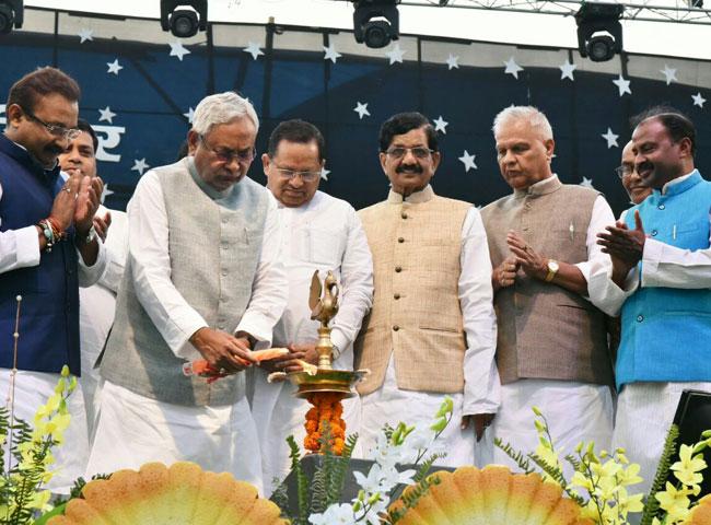 pics: सीएम नीतीश ने किया बिहार दिवस समारोह का उद्घाटन