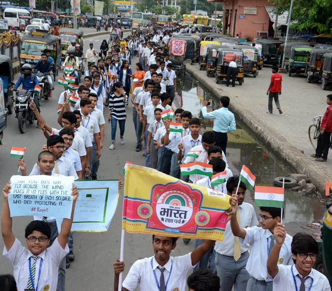 भारत रक्षा पर्व की देखें तस्वीरें, पटना के स्कूली बच्चों ने राखी संग भेजी दुआएं
