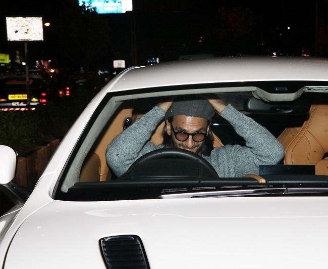 अपनी नयी कार राइड का पूरा मज़ा ले रहे हैं रणवीर सिंह, देखें ताज़ा तस्वीरें
