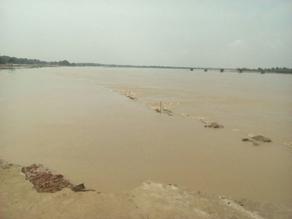 बिहार में चार नदियां इस बार बना रही हैं बाढ़ का रिकॉर्ड, देखें तस्वीरें...