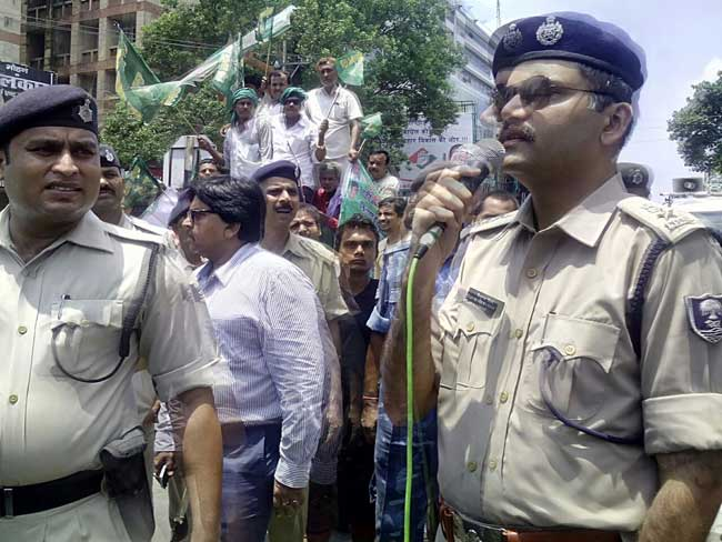 तस्वीरों में देखें : राजद के बिहार बंद का पटना में असर