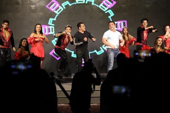 सलमान खान ने किया नागिन डांस, देखें तस्वीरें