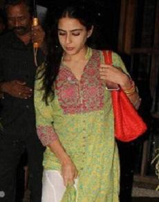 Star daughter: सैफ की बेटी सारा अली खान का बदला अंदाज, देखिए उनका ट्रेडिशनल इंडियन