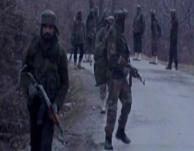 तस्वीरें : शोपियां में सेना के काफिले पर आतंकी हमला, 3 जवान शहीद