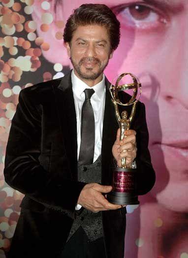 शाह रूख़ को नेशनल यश चोपड़ा मैमोरियल पुरस्कार से सम्मानित