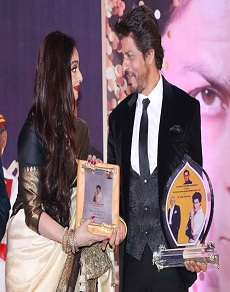 photos: शाह रूख खान को मिला यश चोपड़ा अवार्ड, बताया जीवन का सर्वश्रेष्ठ सम्मान